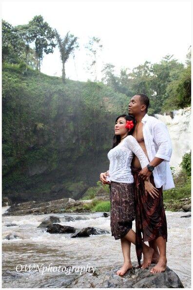 Balinese prewedd @ tegenungan waterfall bali