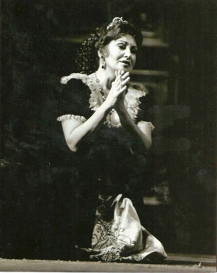 Great Romanian soprano Maria Slatinaru Nistor -Tosca