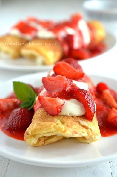 Pyszne i sycące śniadanie :) Uwielbiam omlety, ale rzadko je smażę z powodu notorycznego porannego lenistwa, jednak dla TAKICH omletów warto...