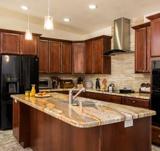 Oakcraft Cabinets Of Alder Aspen And Zinfadel Make This San Diego Kitchen Remodel Glimmer