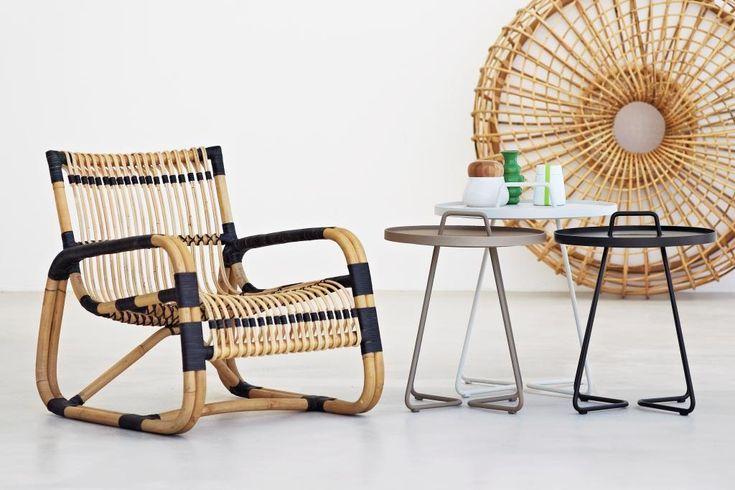 CURVE LOUNGE fotel rattanowy. Design: Foersom & Hiort-Lorenzen MDD. Stoliki ON-THE-MOVE. Design: STRAND+HVASS