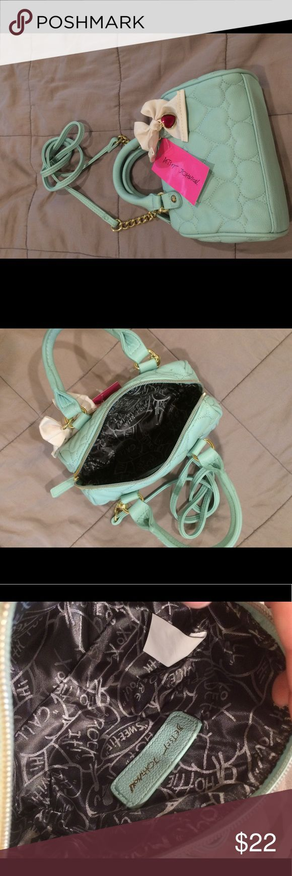 Mint purse Mint Betsy Johnson purse with quilted look, gold chain accents, removable strap, and cream bow. Betsey Johnson Bags Crossbody Bags