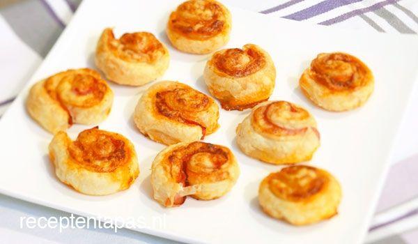 Ham kaas koekjes http://receptentapas.nl/diverse-tapas/item/44-ham-kaas-koekjes