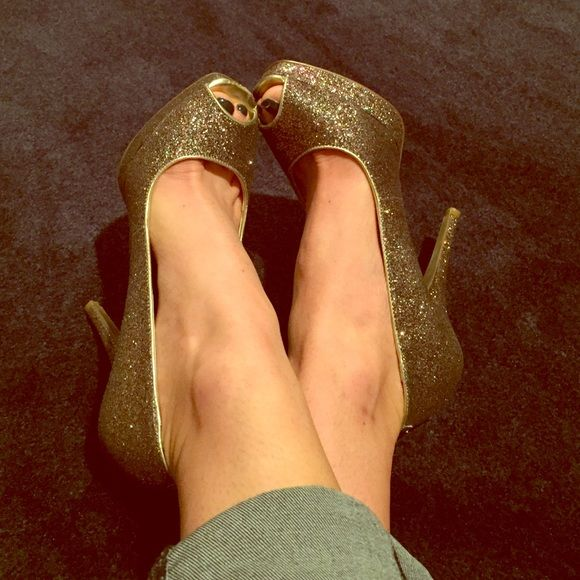 Sparkled heels! Beautiful sparkle heels with gold trim. I wore these one weekend for an event. Gently used! I am a true 7/1/2 they for true to size. Express Shoes Heels