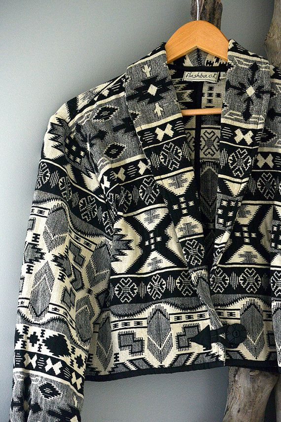 Vintage Southwestern tapestry crop woven jacket. Size Medium / Large. Such a cool print on this jacket. Its lightweight and made of 100% cotton. I