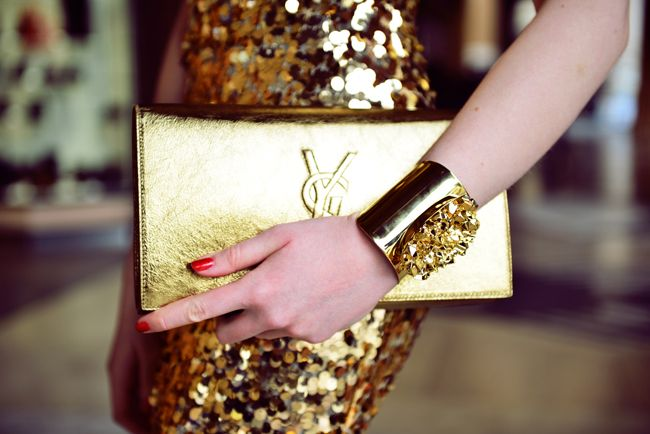 gold..Gold Rush, Fashion, Yves Saint Laurent, Handbags, Street Style, Beautiful Day, Accessories, Yvessaintlaurent, Ysl Clutches