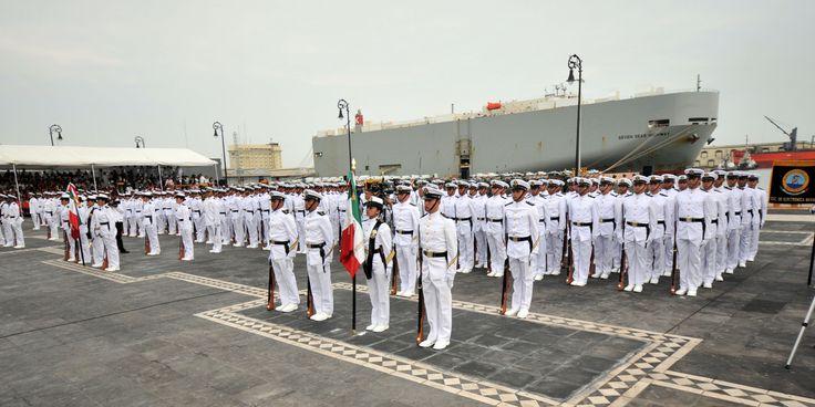 """""""Hoy, a casi diez décadas de la defensa del puerto, los veracruzanos, los marinos mexicanos, nos congratulamos por seguir sirviendo a su gente y trabajar por el bien común de toda la Nación"""", expresó el gobernador."""