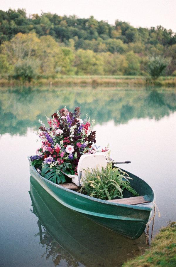 17 images about boat planter on pinterest gardens for Garden design troller boat
