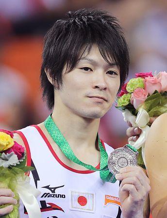 男子鉄棒で銀メダルを獲得した内村航平=12日、中国・南寧 ▼12Oct2014時事通信|内村、鉄棒で銀=加藤は平行棒で銅-世界体操 http://www.jiji.com/jc/zc?k=201410/2014101200063