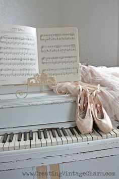 Pretty Pastel Vignette, Loved the Baby Blue Piano~❥