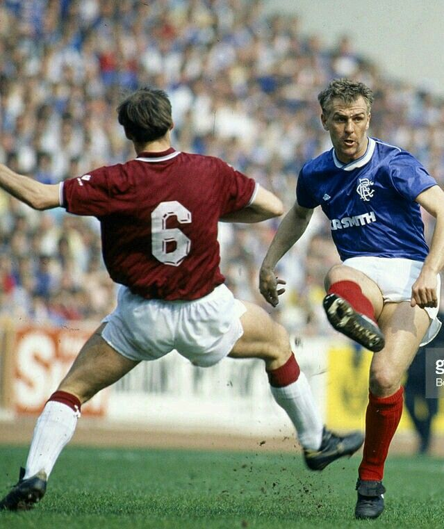 Rangers 3 Hearts 0 in April 1987 at Ibrox. Graham Roberts gets a cross over #SPL