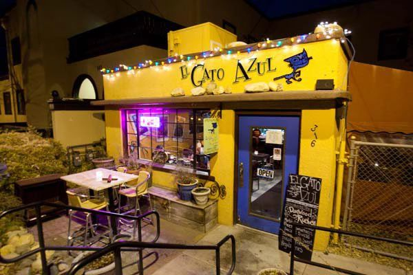 El Gato Azul is hands down one of the best places in Prescott, Arizona to enjoy a delicious meal in a beautiful setting, oftentimes with live music! #bestofprescottaz.com #prescottarizonarestaurants #greatrestaurants #northernarizona