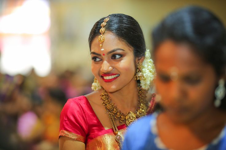 #Nakshi Jewellery #South Indian Wedding #South Indian Bride #gold tikka unique