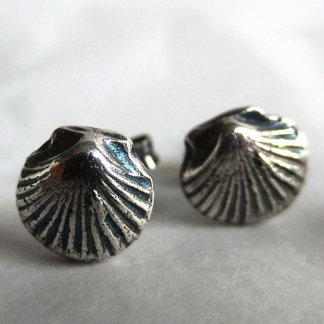 Tiny Shell earrings in fine silver