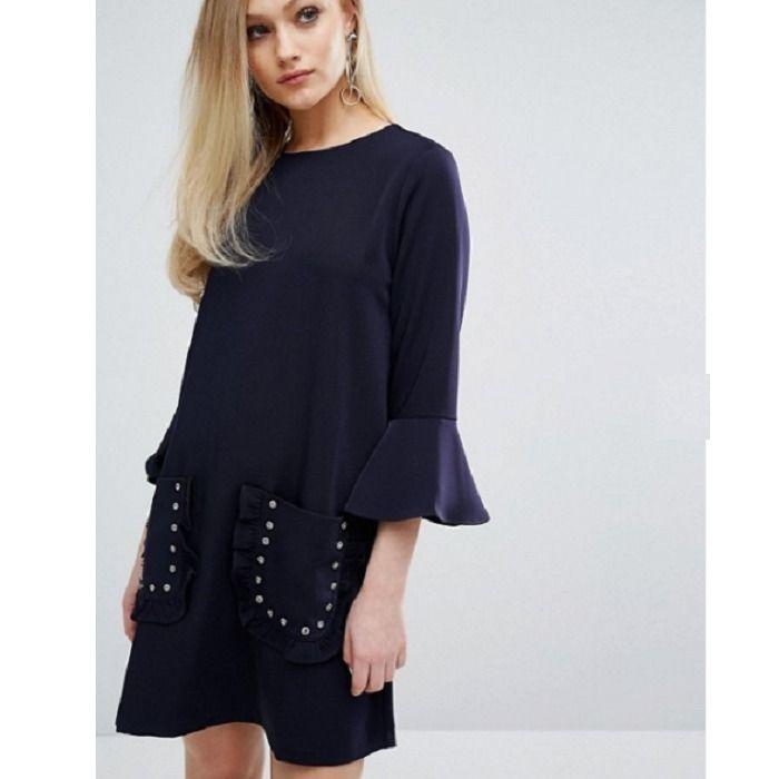 【Sister Jane】シスタージェーン ポケット付 フリル袖ワンピ/紺 フレア袖に、飾りのついたポケット、とっても可愛いドレスです! 紺色のシンプルデザインなので大人可愛く着ることが出来ます♪ 普段使いから、パーティーなどのイベントまで幅広く活躍する一着です☆ ◇◇Sister Jane(シスタージェーン)◇◇ ヨーロッパで人気のTOPSHOPやASOSなどで展開中のロンドン発ブランド ヴィンテージ感にモダンなテイストを組み込んだ独自のスタイルは、多くのファッションエディターやブロガー、アーティスト達から注目されています☆エキセントリックな英国とスペインのテイストが、質の良い布地とヒュージョンしたコレクションは世界各地のセレブリティ、トレンドセッター、有名ショップに注目されています。 ◇◆Sister Jane全商品はこちらをご覧くださいませ◆◇ https://www.buyma.com/r/_SISTER-JANE-%E3%82%B7%E3%82%B9%E3%82%BF%E3%83%BC%E3%82%B8%E3%...