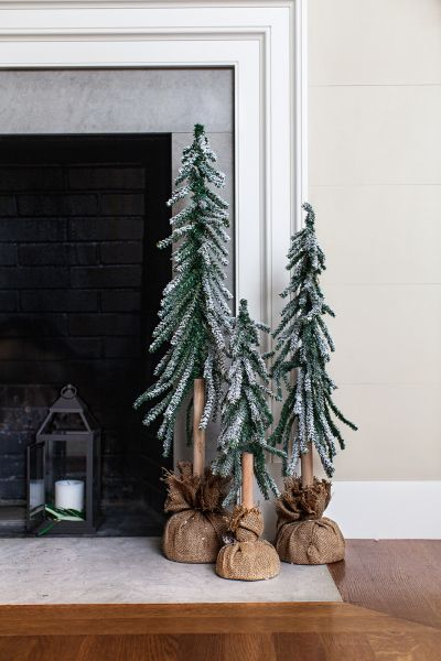 Deck the halls with these holiday accents: http://www.stylemepretty.com/2015/11/23/step-up-your-holiday-game-with-transitional-decor/