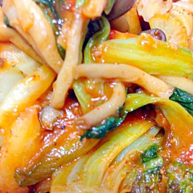 涼しくなって辛い韓国料理が食べたくなったから韓国の調味料 ダシダとコチュジャンで味付けしてみました - 7件のもぐもぐ - しめじと青梗菜の韓国風炒め by kirakira4050