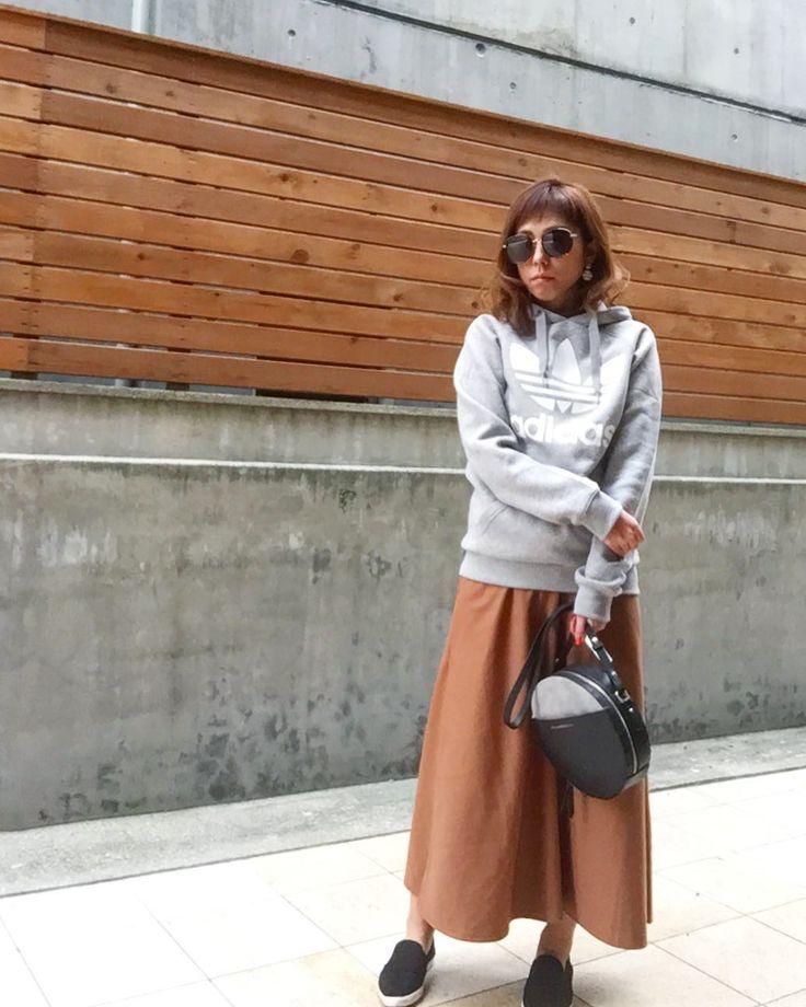 skirt coordinate . たまにははかないとねっʬʬʬ  最近週末は雨ばっかりで テンション下がるなぁ . #outfit #ootd#カジュアルコーデ #大人カジュアル #大人女子 #マキシスカート #大人可愛い #今日のコーデ #今日の服 #アディダスコーデ #skirt #トレーナー #パーカー #スカート #サングラス #sunglasses #吹田市関大前セレクトショップ #吹田市セレクトショップアンスリール #吹田市セレクトショップ #セレクトショップunsourire #セレクトショップアンスリール #unsourireコーデ