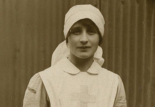 #Βέρα_Μπρίτεν (1893-1970): Μικρό αφιέρωμα στην Αγγλίδα συγγραφέα και εθελόντρια αδελφή νοσοκόμα του Πρώτου Παγκοσμίου Πολέμου (Δεύτερο Μέρος) _________________________ Του Γεωργίου Νικ. Σχορετσανίτη  #writer #nurse #war #life http://fractalart.gr/vera-brittain-2/