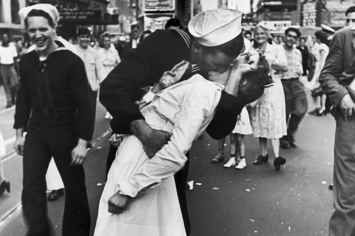 Greta Friedman, Nurse In The Iconic WWII Times Square Kissing Photo, Has Died