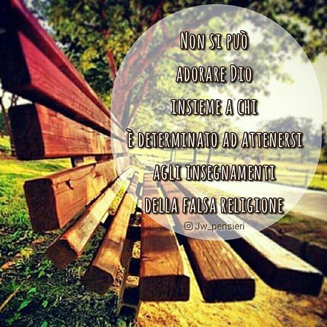 """Instagram photo by jw_pensieri - """"Quale partecipazione ha la luce con le tenebre?"""" (2 Corinti 6:14). - w16.11 p. 25 - #jw #jworg #jwitaly #jwitalia #jwpensieri #Geova #Dio #testimonidiGeova #adorare #adorazione #determinato #attenersi #insegnamenti #falsa #religione #prato #alberi #cielo #panchina"""