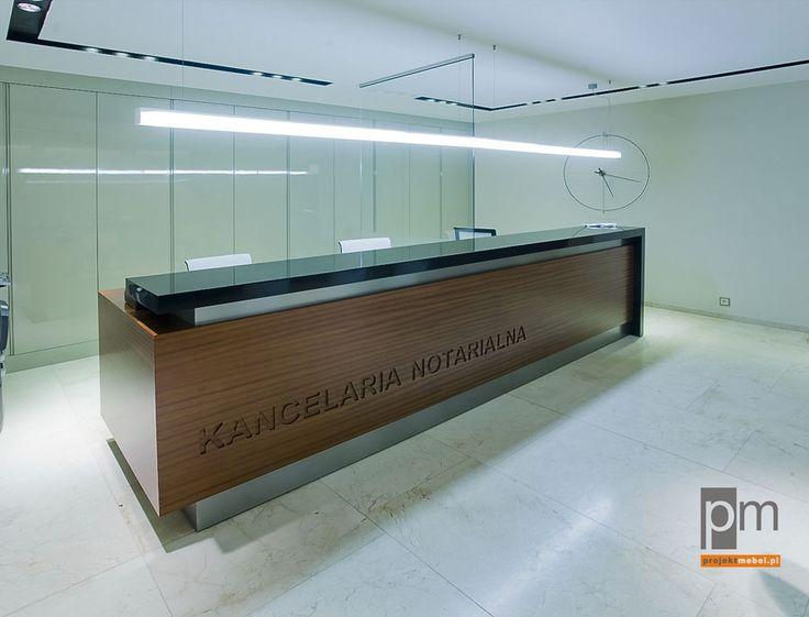 Lada, którą umieściliśmy w recepcji to długi, godny miejsca kontuar z nadstawką wykonaną z czarnego Corianu®. http://www.projektmebel.pl/oferta/produkt/lady-nietypowe