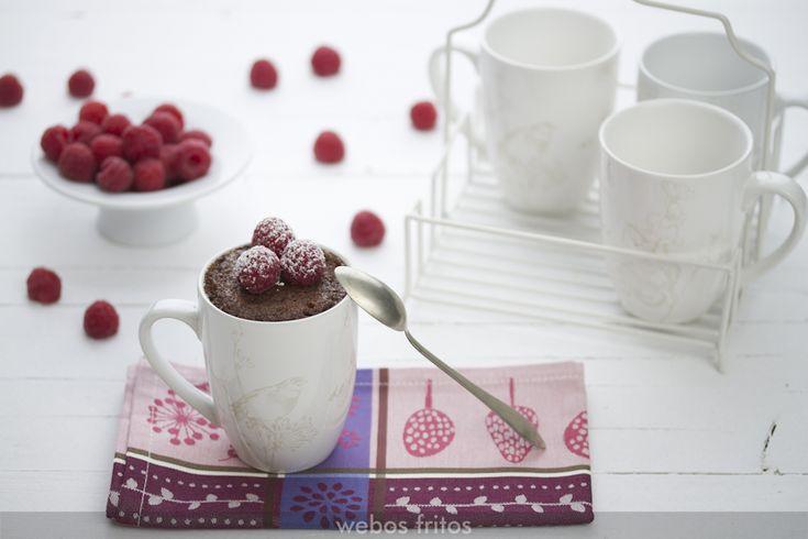 Este mug cake sin gluten de chocolate de hoy lo hago en casa muy a menudo, porque queda muy jugoso al llevar almendra. En consejos te doy alternativas.