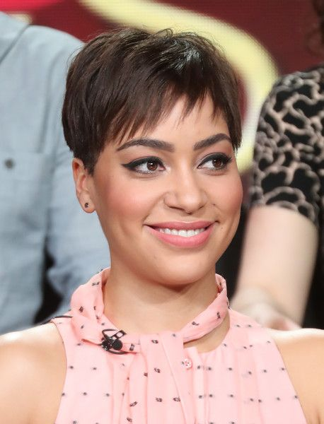 Cush Jumbo Pixie - Cush Jumbo brought a summer vibe to the 2017 Winter TCA Tour with this breezy pixie.