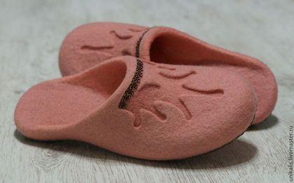 """Валяные тапочки """"Gift for a princess..."""" - кремовый,розовый,нежный,валяные тапочки"""