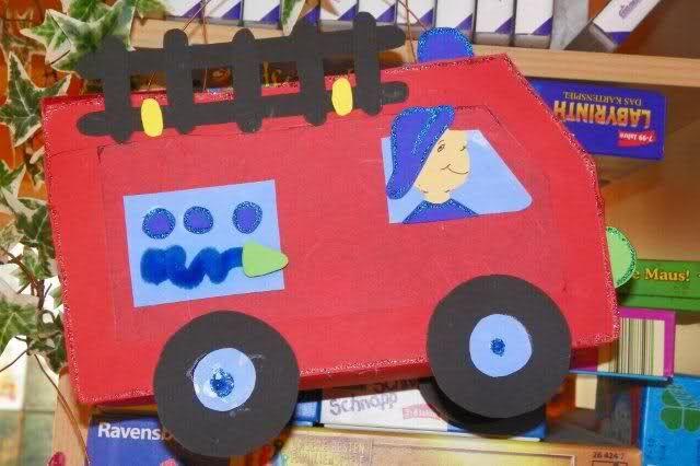 Tatuu! Tatuu!  Daar komt de brandweerwagen in het donker!!