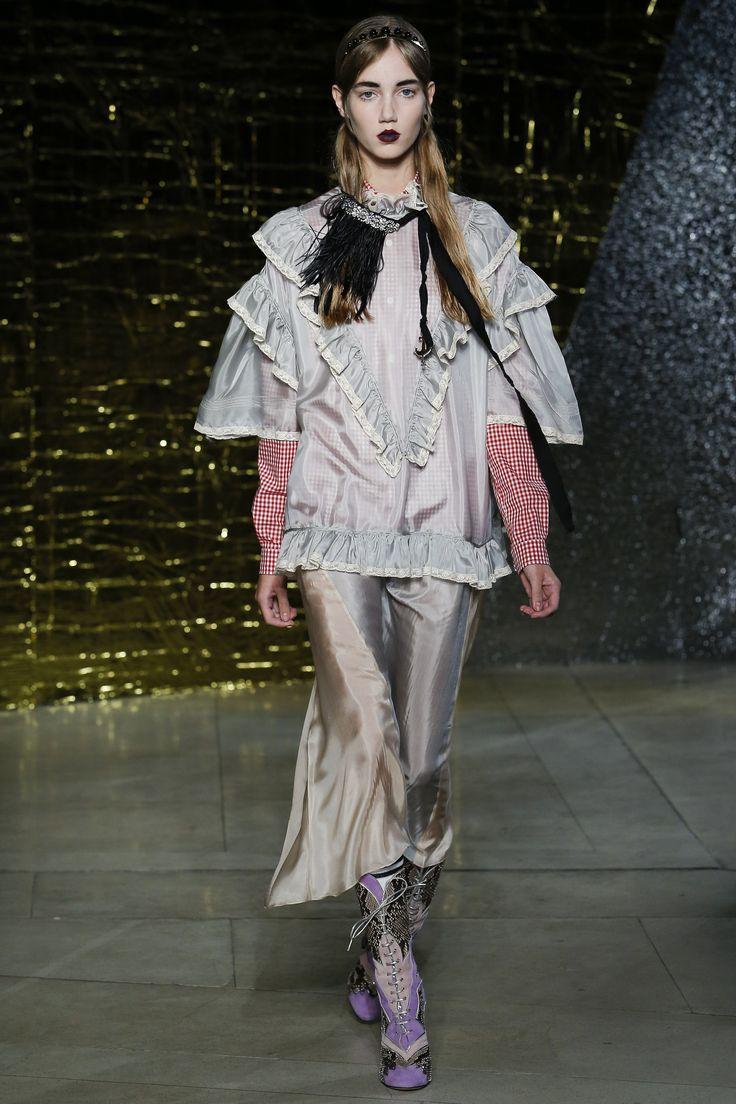 Miu Miu Spring 2016 Ready-to-Wear Collection Photos - Vogue