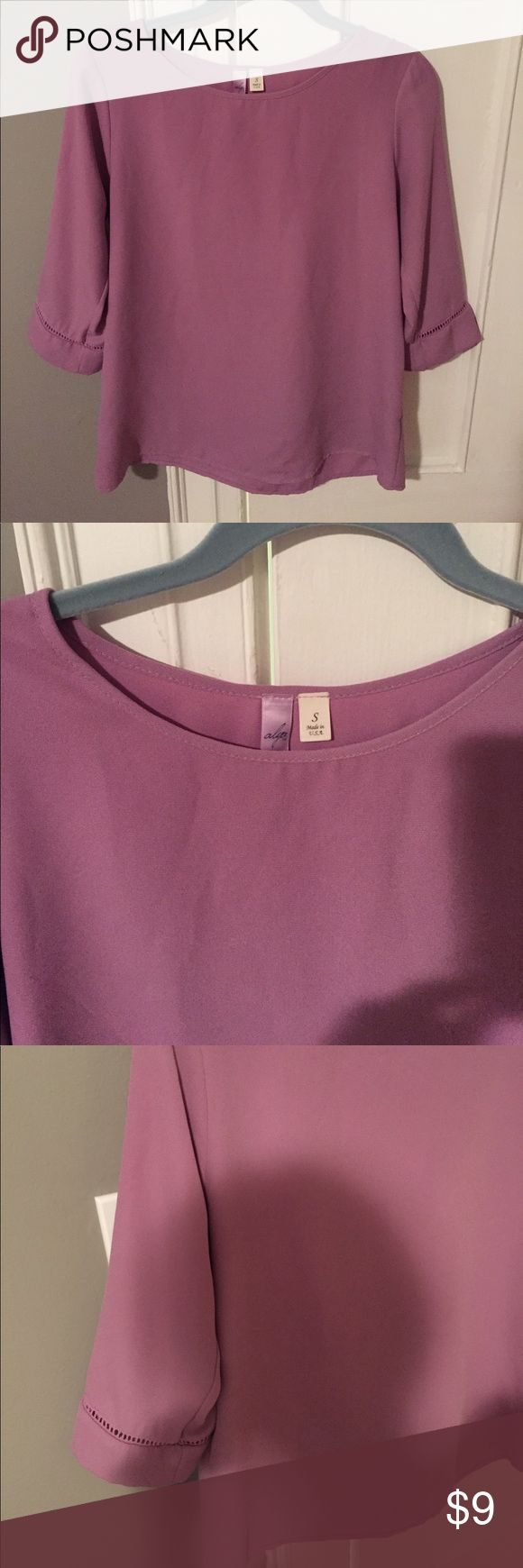 FRANCESCA'S COLLECTION LAVENDER BLOUSE size S Beautiful color! Pretty detail on the sleeves. Dress down with a pair of skinny jeans or dress up for work with dress pants. Gently worn- no stains. Francesca's Collections Tops Blouses