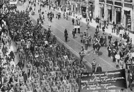 Petrograd on June 18, 1917. Demonstrators march down the streets carrying a banner demanding a Socialist government. This Day in History: Mar 8, 1917: February Revolution begins http://dingeengoete.blogspot.com/