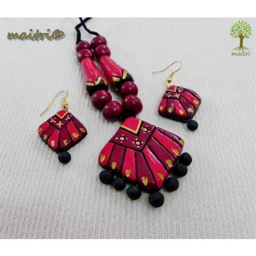 Terracotta Jewellery  -  Red Beauty  www.facebook.com/maitri.crafts.maitri maitri_crafts@yahoo.com