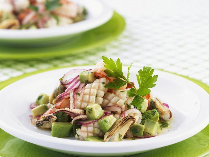 Für alle, die Meeresfrüchte mögen. Meeresfrüchtesalat mit Avocado - smarter - Zeit: 30 Min. | eatsmarter.de