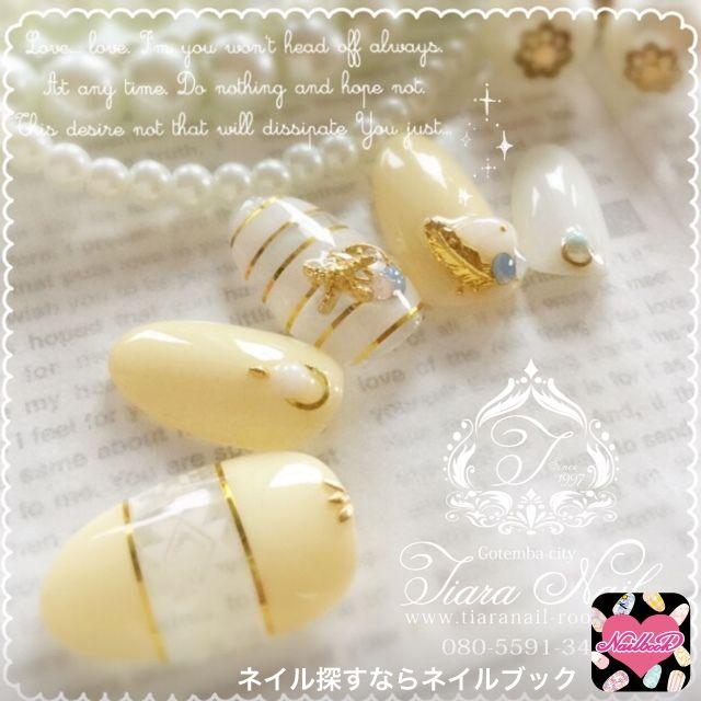 ネイル 画像 Tiara nail 御殿場 1621084 黄色 白 ゴールド エスニック ボーダー マリン くりぬき シースルー デート 夏 海 浴衣 ハンド ミディアム