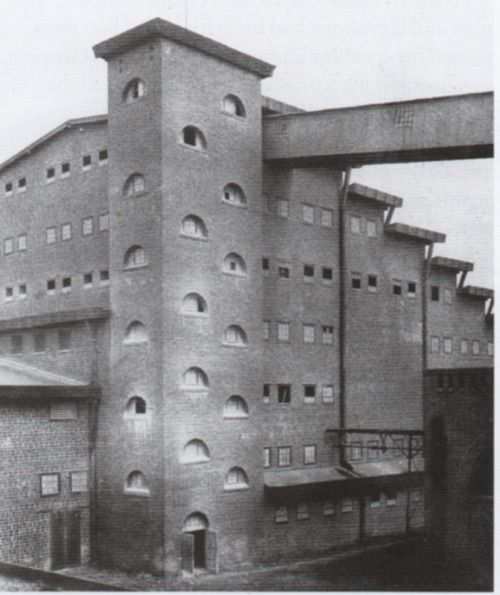 Unheimlich • eerie • Chemische Fabrik Superphosphat-Werk, Lauban (Germany, now Lubań in Poland), Hans Poelzig, 1910-11