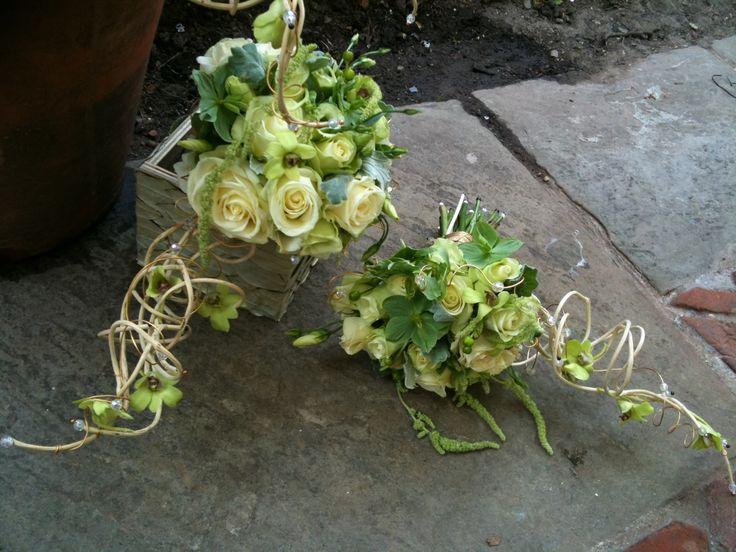 Claire & Richard's Spring wedding #rooftopgardens #kensington #london #weddingbouquet