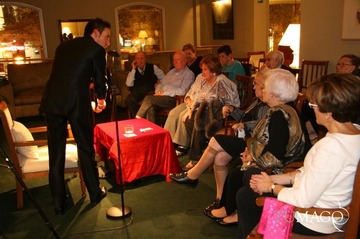 Evento para las fiestas de primavera en Las Arcadias Barcelona. Una bonita velada de magia de cerca salonizada para un público adulto tremendamente agradecido. www.tumago.com