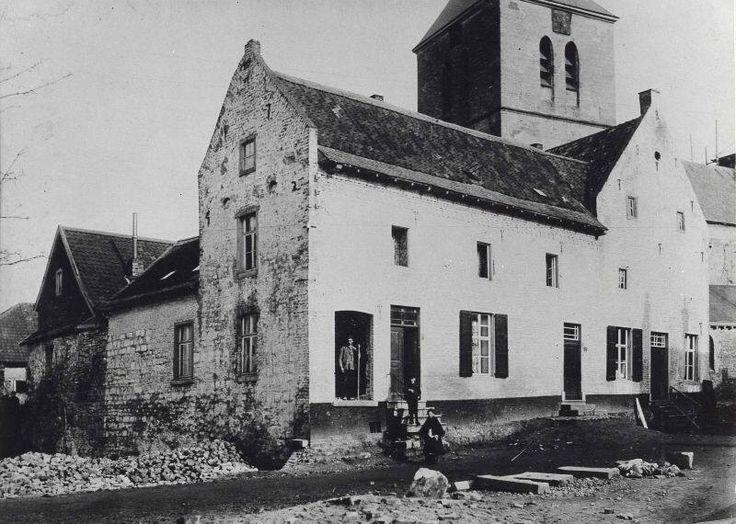 Huis Canter (1742) met links een gedeelte van de gedempte vestinggracht en op de achtergrond de toren van de Pancratiuskerk