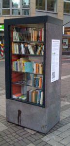 """Schränke mit Bücher """"to go"""""""
