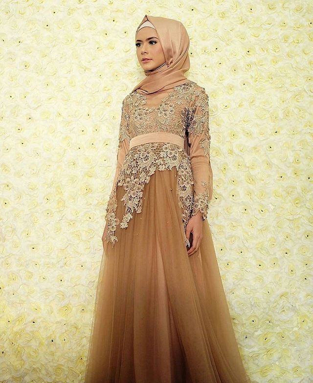 Get your wedding dress inspiration from our feed  Soon to be bride @fairuzsakinah Dress by @griyafirdausi