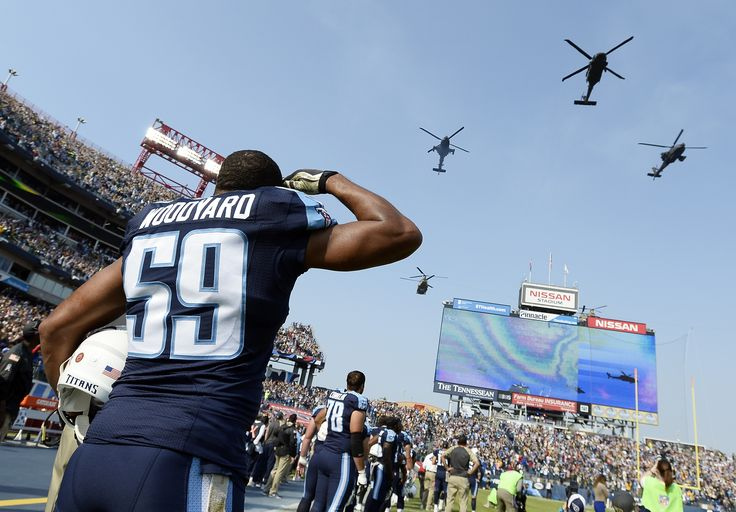 Titans Lb Wesley Woodyard Salutes A Pre Game Flyover