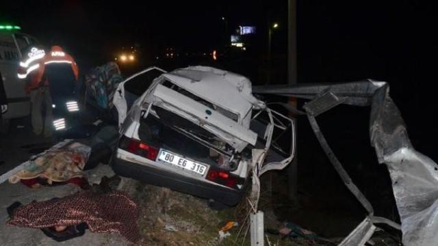 Bariyerlere saplanan araçtan 3 ölü, 3 yaralı çıktı