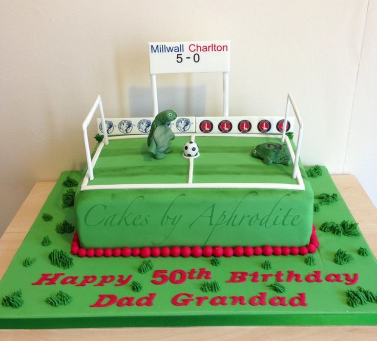 Design Your Own Cake Leeds : Personalised football pitch cake Cakes Pinterest ...