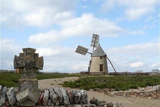 Dans l'Hérault, à environ 12 km de Lodève et 10 km de Saint Maurice Navacelles, se situe le moulin de Saint-Pierre de la Fage. © Roland Courtin
