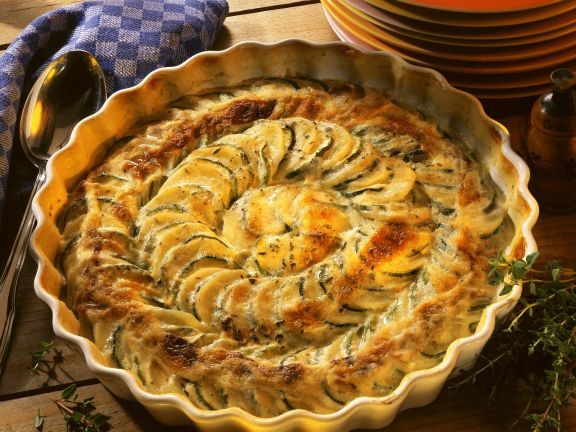 Kartoffel-Zucchini-Gratin ist ein Rezept mit frischen Zutaten aus der Kategorie Blütengemüse. Probieren Sie dieses und weitere Rezepte von EAT SMARTER!
