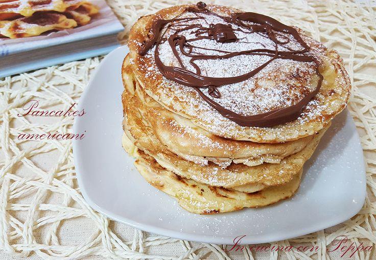 I pancakes americani sono dolci tipici degli Stati Uniti,sono frittelle un po' per la presenza di lievito chimico. Si servono di solito con sciroppo d'acero
