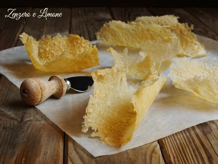 Sapete come preparare le cialde di Parmigiano? Sono dei cestini che si possono riempire in tanti modi e che rendono raffinato anche il piatto più semplice
