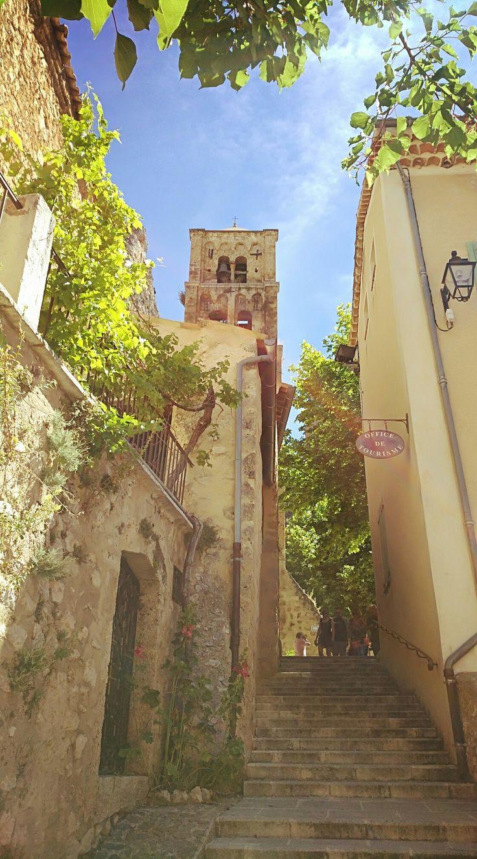 Moustiers-Sainte-Marie, Alpes de Haute-Provence #TourismePACA #BeautifulFrance #AlpesDeHauteProvence #Mon04
